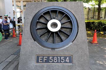 19052526